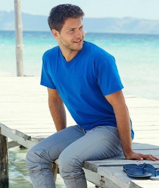 Shirt mit Textildruck - VALUEWEIGHT V-Neck - 61-066-0 - Fruit of the Loom